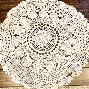 𝚅𝚒𝚗𝚝𝚊𝚐𝚎 Large Farmhouse Crochet Lace Doily